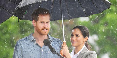 harry-meghan-umbrella-1539772818